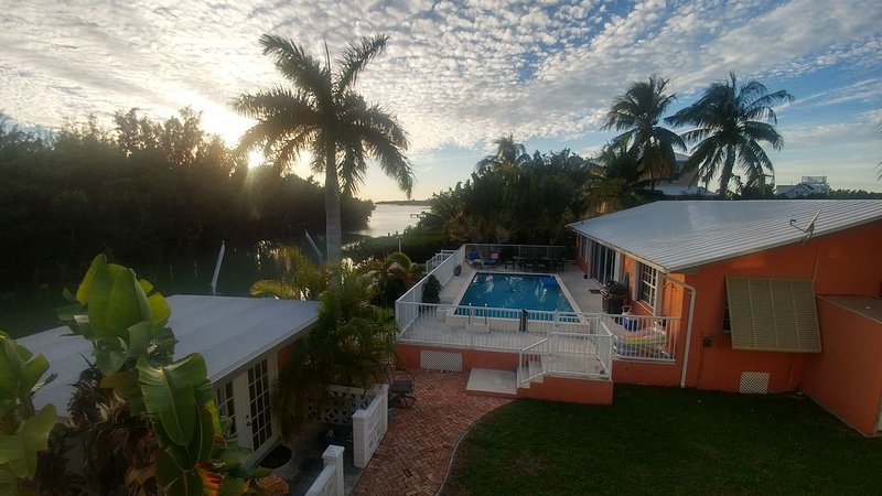 NEW OPENINGS! Tranquil Waterfront Home With Pool And Privacy Near Sombrero Beach, holiday rental in Marathon