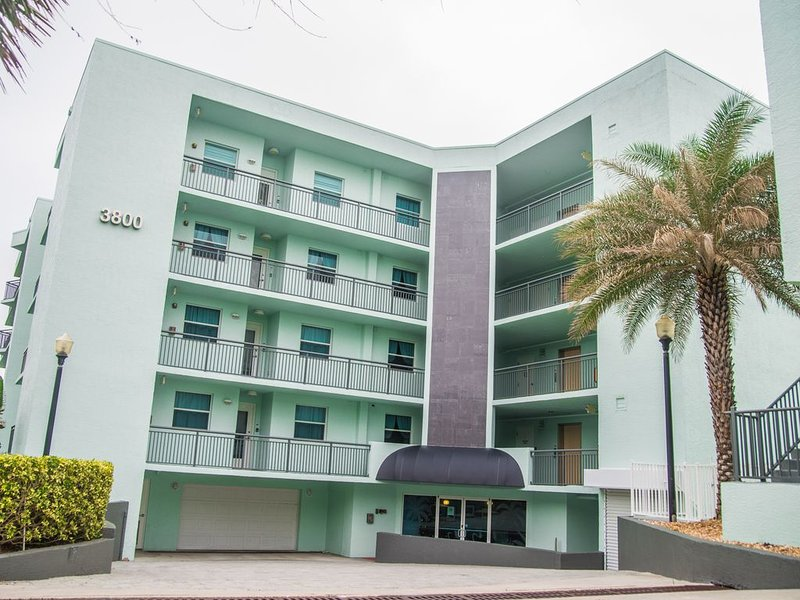 Luxury Oceanfront Condominium, location de vacances à Cocoa Beach