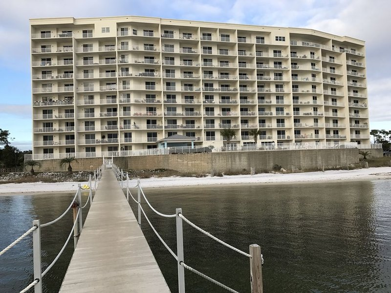 Harbour Pointe Luxury Condo-4 Bedrooms, 3 Baths..Incredible Views!, holiday rental in Pensacola