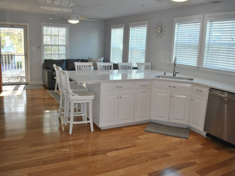 Nestled between Banks Channel and the Beach of the island!, holiday rental in Wrightsville Beach