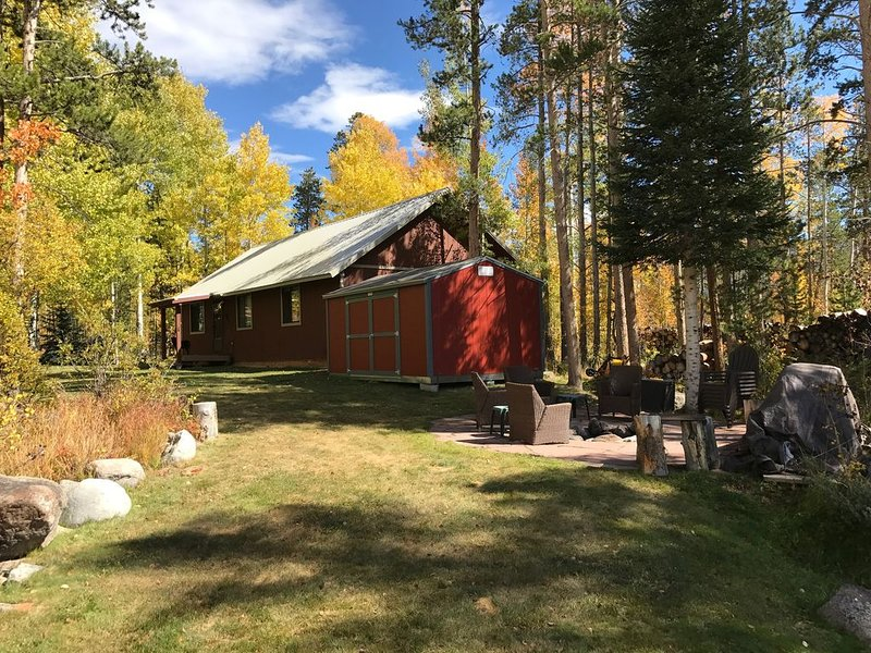 Moose Manor-Beautiful, Relaxing, Private, Clean!Family & Pet Friendly-Low Rates, holiday rental in Grand Lake