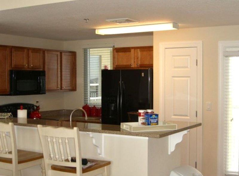 Beautiful unit at Emerald Dolphin Condominiums!, alquiler de vacaciones en Pensacola Beach