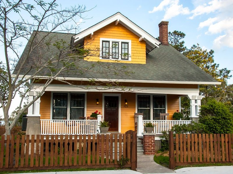 History Loves Company-1920's Arts and Crafts Sears Kit Home-family/dog Friendly, aluguéis de temporada em Roanoke Island