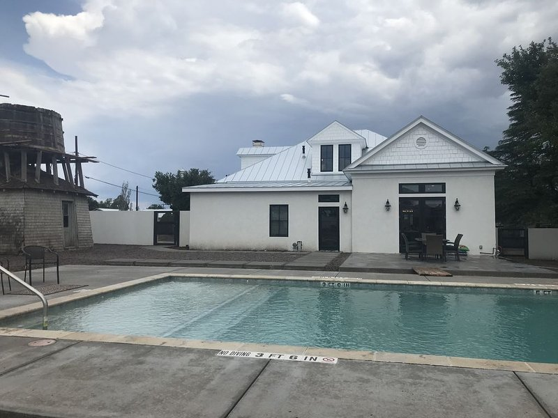 Private Pool - Beautiful 4 bedroom 3 bath home W/Private Pool, vacation rental in Marfa