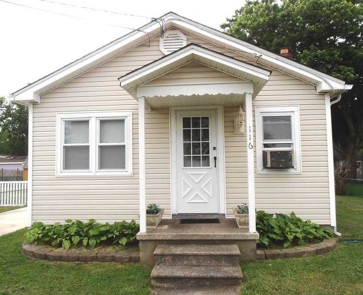 Relaxing bayside bungalow close to historic Cape May and Wildwoods, holiday rental in Lower Township