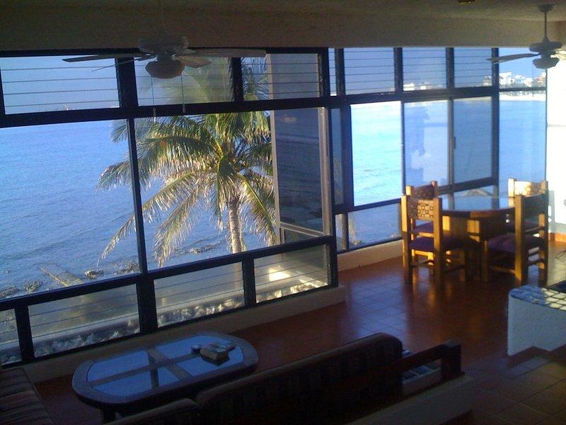 Akumal Condo - Oceanfront!, holiday rental in Puerto Juarez