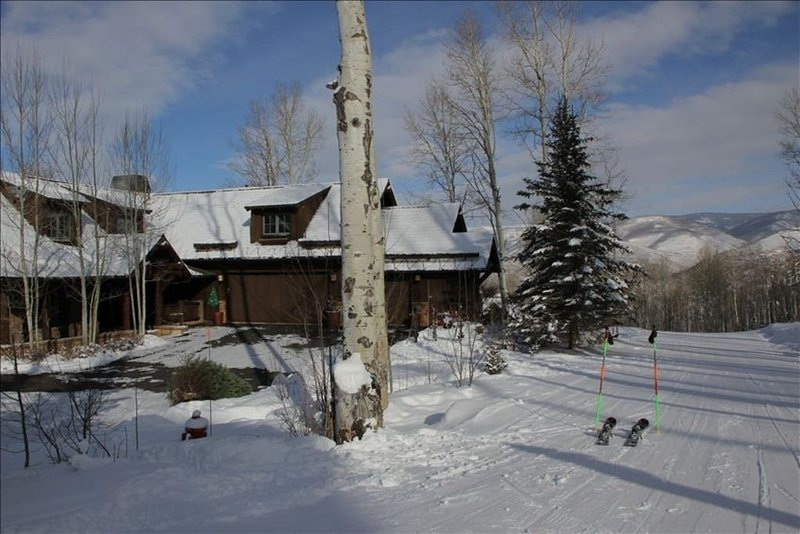 Most Luxurious Home in Arrowhead True SKI IN SKI OUT, vacation rental in Edwards