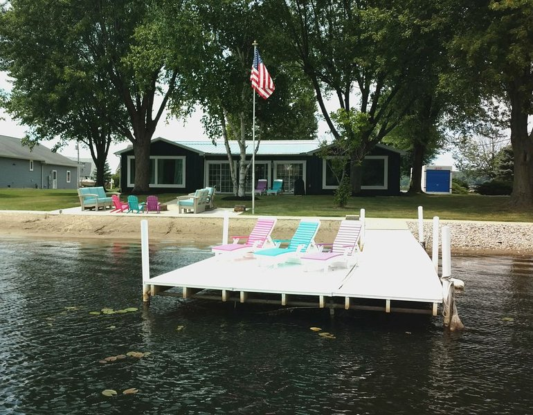 Newly Designed Waterfront Get Away, holiday rental in Coldwater