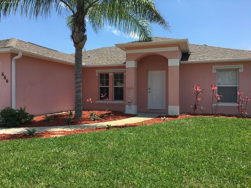 Spacious 3 Bed/2 Bath, Very Private Screened/Heated Pool - Mins to Beach, vacation rental in Sebastian