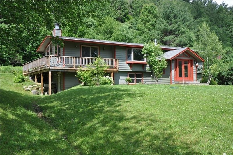 Spacious 5 Bedroom Okemo Home in Ludlow, minutes to the slopes., vacation rental in Ludlow