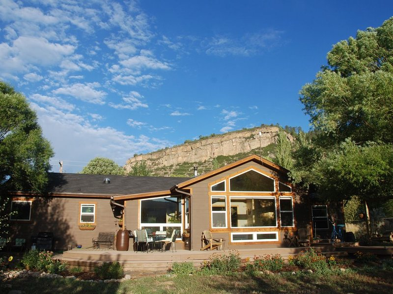2 Fenced Acres, Peaceful Little Valley, Views, Hot Tub, vacation rental in Durango