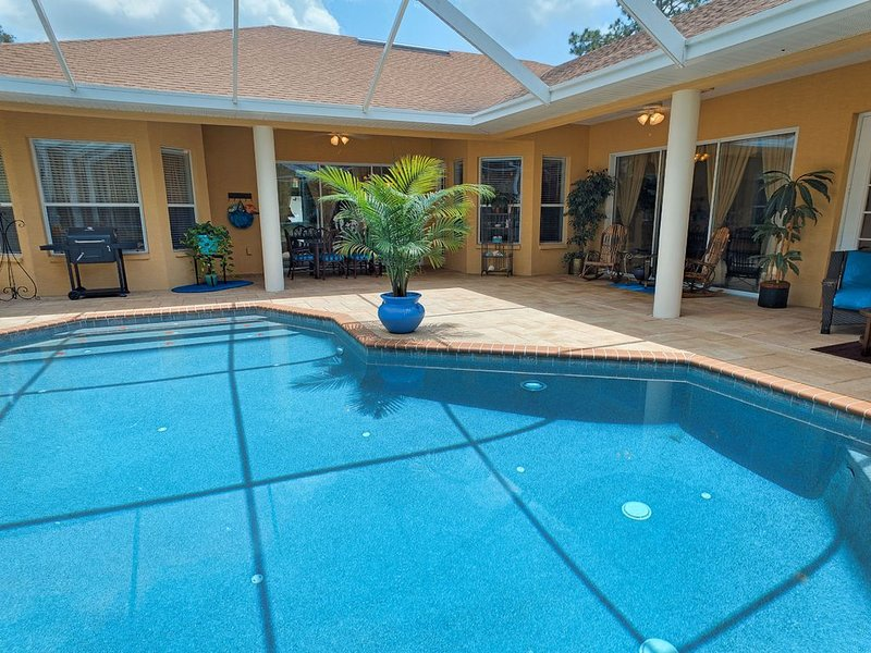 Safe sanctuary. Private heated pool & hot tub 3776 sq. ft of luxury on 2 acres!, vacation rental in Weeki Wachee