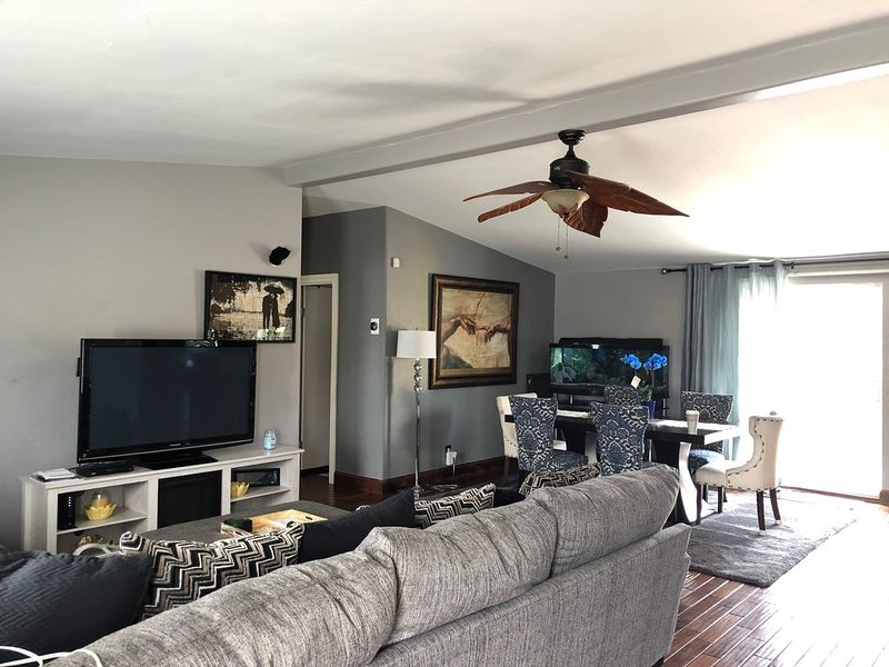 """ The Perfect Spot"" In the heart of the city!, holiday rental in Lakewood"