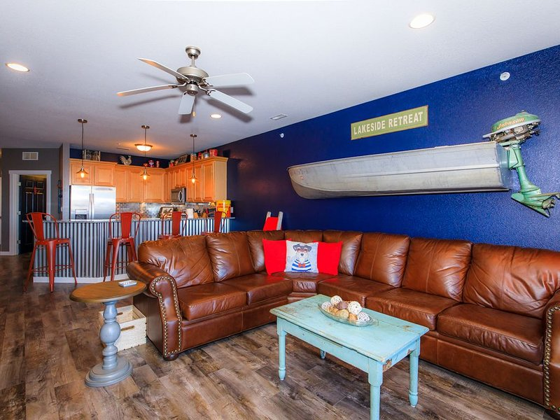 SANITIZED! - Feeling Nauti!  Completely remodeled, Vintage Decor throughout!, casa vacanza a Osage Beach