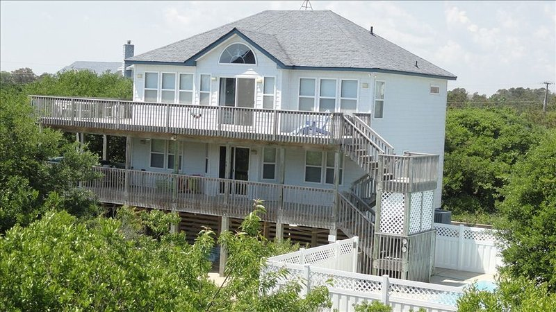Secluded, socially-distanced ocean getaway. Pool/hot tub. Walk to beach in 4 min, alquiler de vacaciones en Corolla