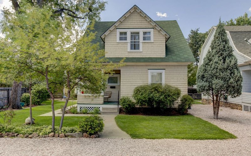 ADORABLE DOWNTOWN COTTAGE WITH HOT TUB!, vacation rental in Colorado Springs