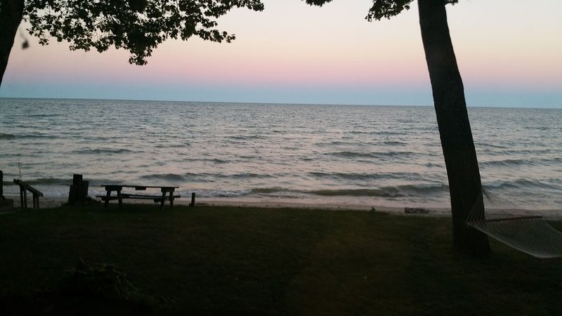 Lake Huron Waterfront Oasis, location de vacances à Au Gres