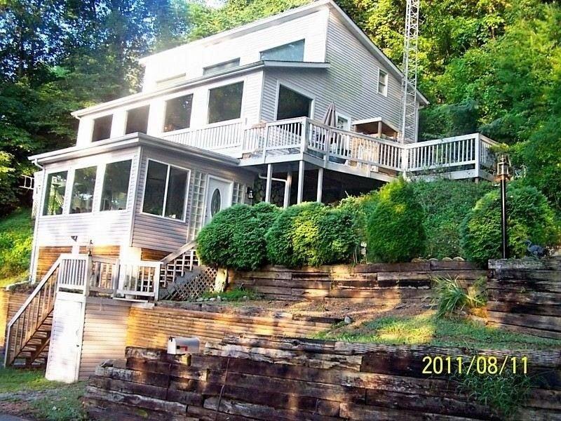 Bristol Wilderness .Lake-house on South Holston Lake,  Near Va./Tn.Line n, holiday rental in Bristol