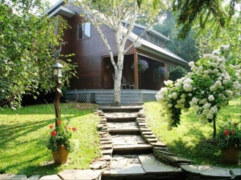 The Fly Creek House - a Beautiful, Comfortable and Quiet Home, vacation rental in Schuyler Lake