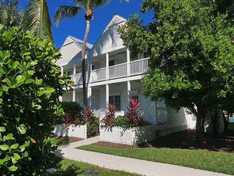 4 BEDROOM COTTAGE VILLA IN DUCK KEY W/ DOCK BEHIND VILLA, casa vacanza a Conch Key