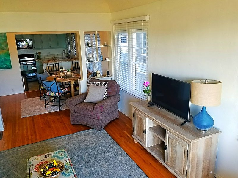 FUN IN THE SUN!  1 bedroom/1 bath on the water in Belmont Shore, vacation rental in Long Beach