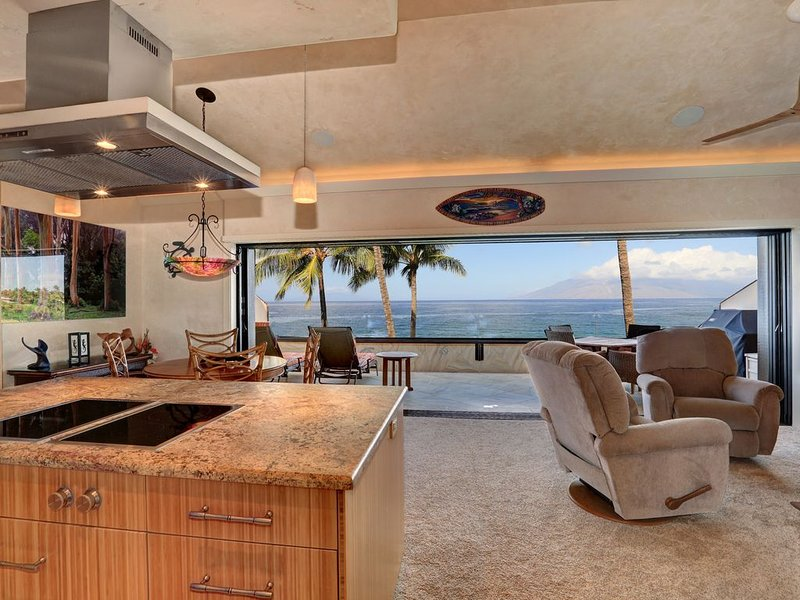 Beautiful Oceanfront Condo Makena Surf F307 - Christmas & New Year's Available!, aluguéis de temporada em Makena