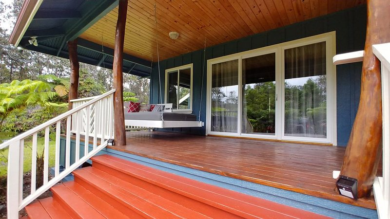 Quiet, Private & Peaceful Bungalow Close to Nat'l Park., holiday rental in Volcano