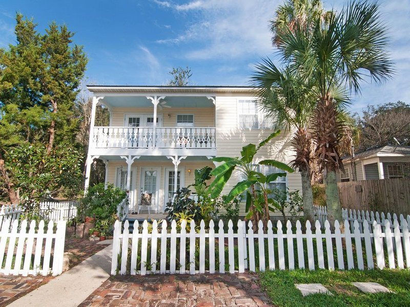 ALL THE COMFORTS OF HOME IN THE HISTORIC DISTRICT – semesterbostad i Saint Augustine