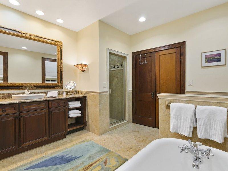 Détendez-vous dans un bon bain ou prenez une douche merveilleuse.
