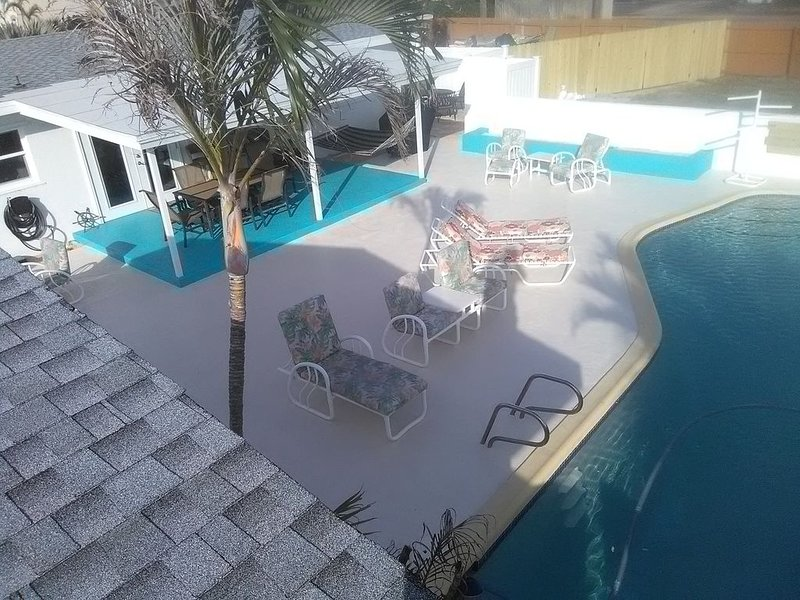 Private pool home  Minutes from Beach Sleeps 8 (10 with additional apartment), alquiler de vacaciones en Indian Harbour Beach