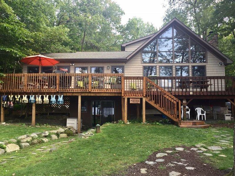 Beautiful Waterfront Lake House, vacation rental in Gouldsboro