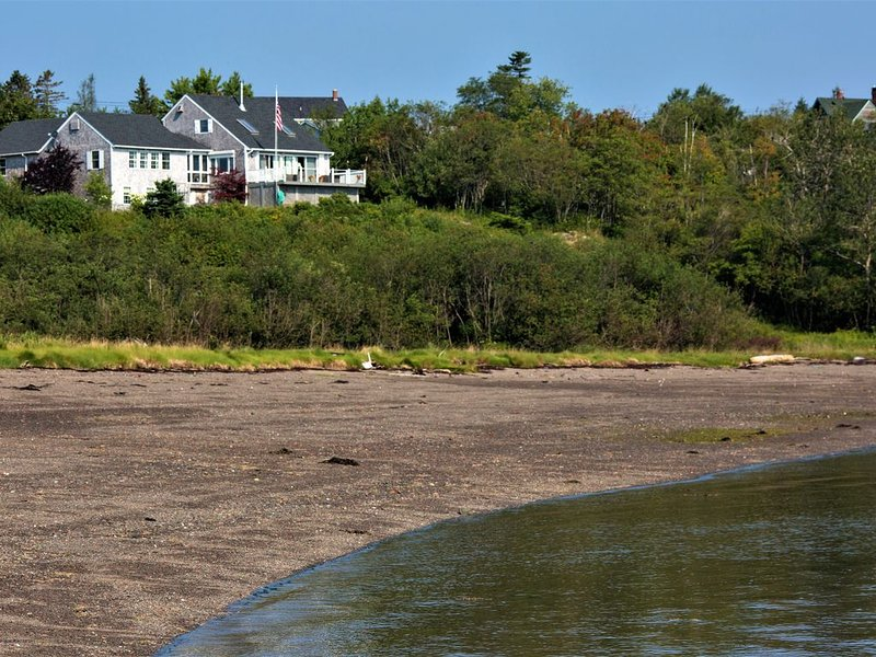 Oceanfront - 5 Acre Private Beach Estate, See Whales & Eagles from the Deck, vacation rental in Eastport