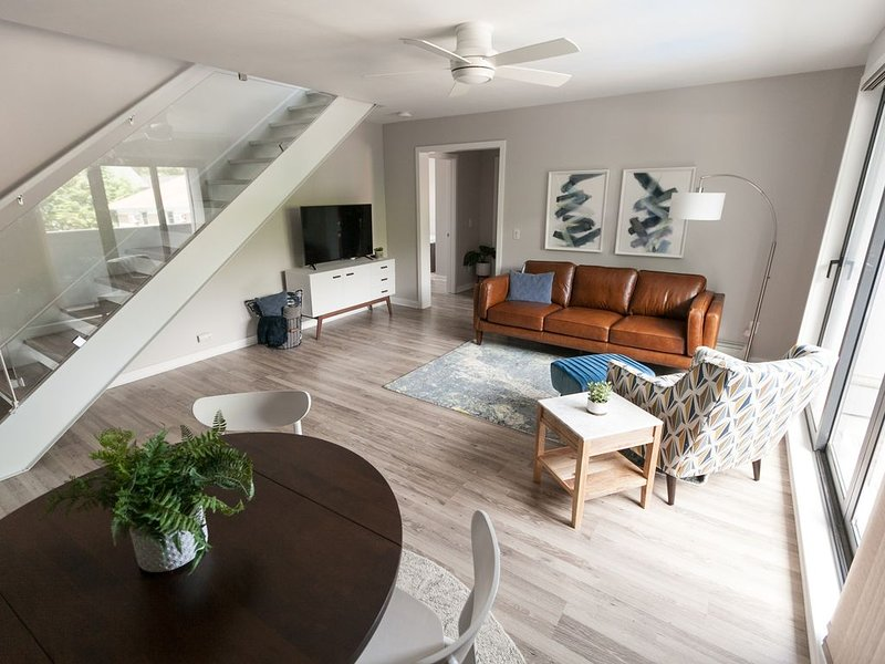 Modern Coastal Condo Located Downtown Saugatuck with Spacious Rooftop Patio, alquiler de vacaciones en Allegan County