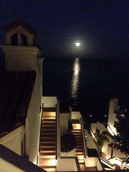 Luz de luna sobre Hamilton Cove ... Todo tuyo, todas las noches.