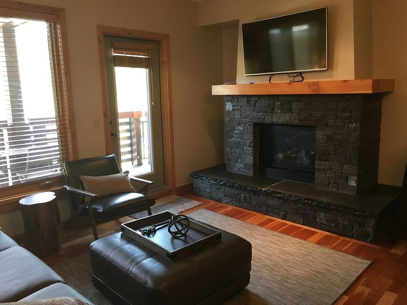 Beautiful 2 bed, 2 bath, condo walking distance to downtown. Sleep 6, alquiler de vacaciones en Kananaskis Country