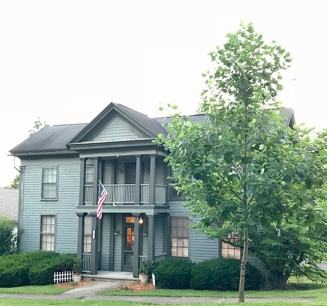Historic House blocks from shops 4BR & 5 Bath., alquiler de vacaciones en Nashville