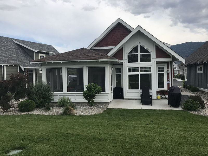 Osoyoos Lake Cottage Vacation.  Amazing location & a perfect cottage.  Book soon, holiday rental in Osoyoos