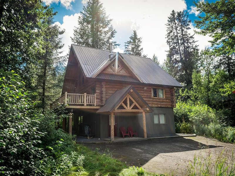 Beautiful Hand Crafted Log Chalet - Great Views - No Cleaning Fee, alquiler de vacaciones en Girdwood