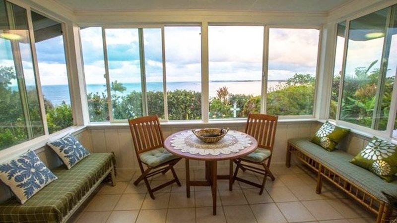 Bay view House!!Close to Downtown!, alquiler de vacaciones en Pepeekeo