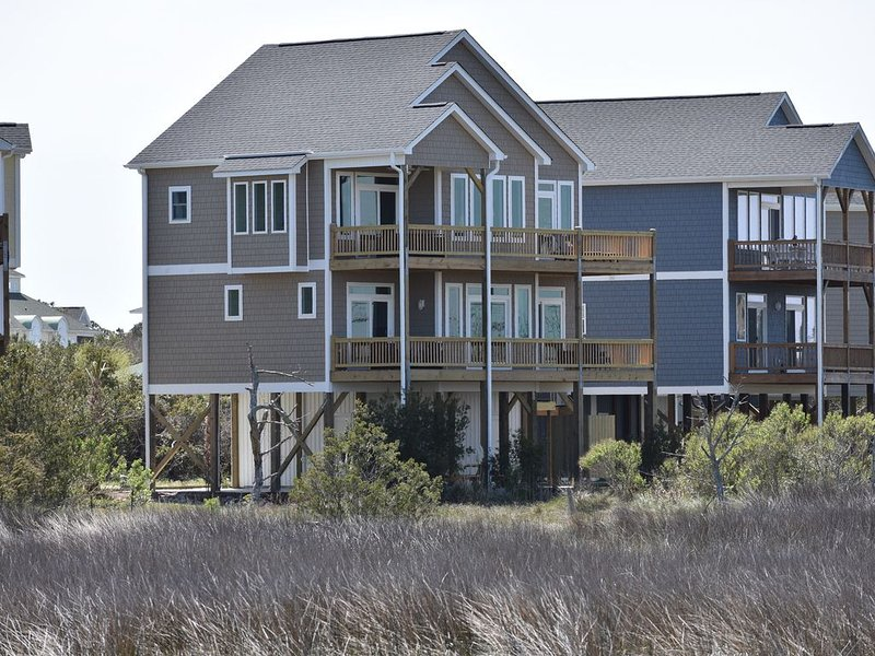 Quiet Single Family Sound Front  Home,  All 4 BR's face sound, holiday rental in Surf City