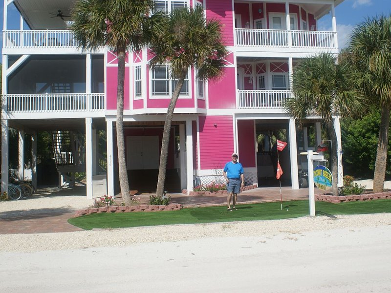 , 4 bedrrom, pool ,2 private beach access, elevator, 2 golf carts, free docking, holiday rental in Pineland
