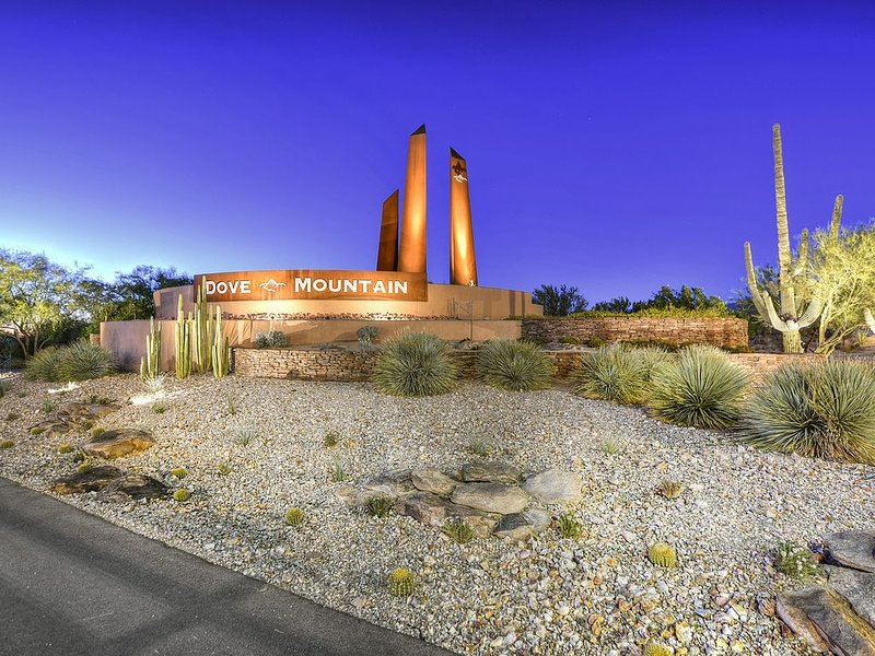 Beautiful Dove Mountain Home Near Golf, Dining And Entertainment!, holiday rental in Red Rock