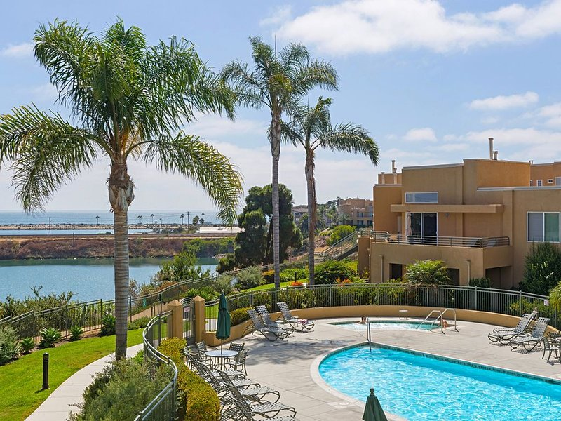 Penthouse with Stunning Ocean & Lagoon Views, Walk to Beach, Village & Dining, vacation rental in Carlsbad