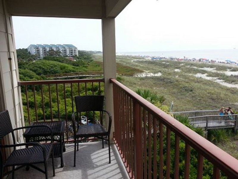 Panoramic View for Two miles on 3rd Floor Corner Villa in Admiral's Row !, location de vacances à Bluffton