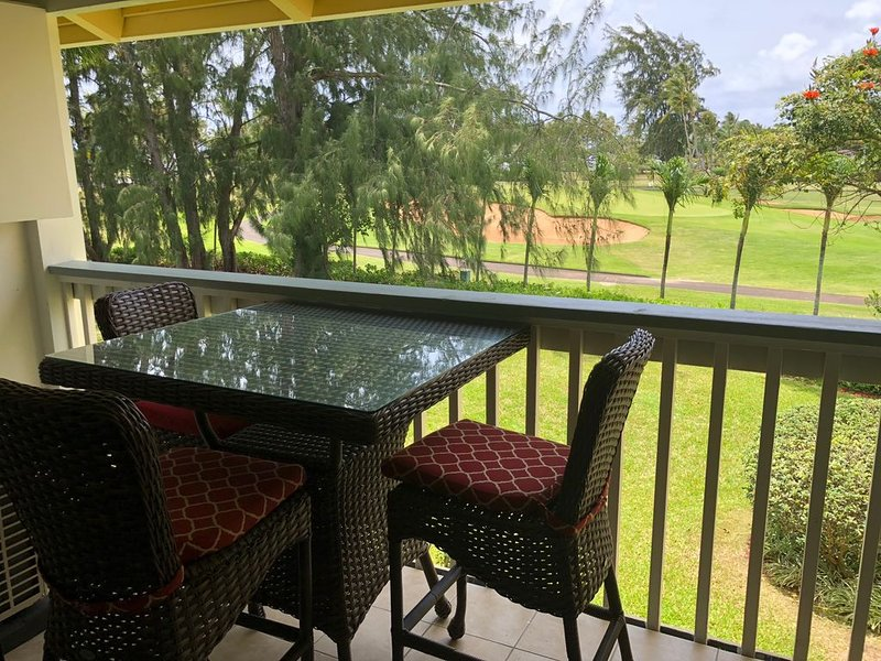 MAGNIFICENT NEWLY RENOVATED CONDO! AC IN THE ENTIRE CONDO!!!, holiday rental in Kahuku