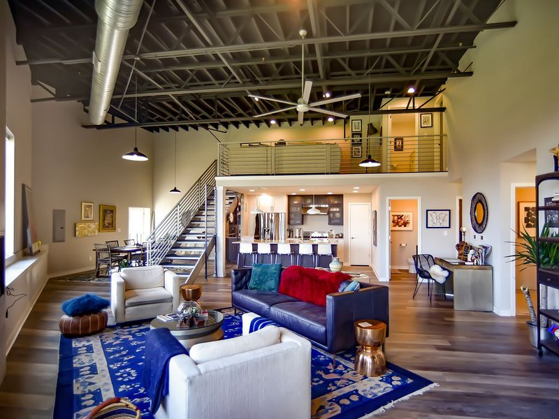 Metropolitan Luxury Loft with Skyline View, location de vacances à Kansas City