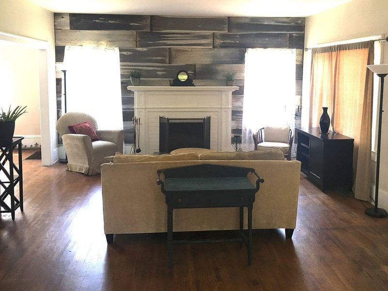 Lovely Tower Bungalow - Tower District of Fresno, CA, holiday rental in Fresno