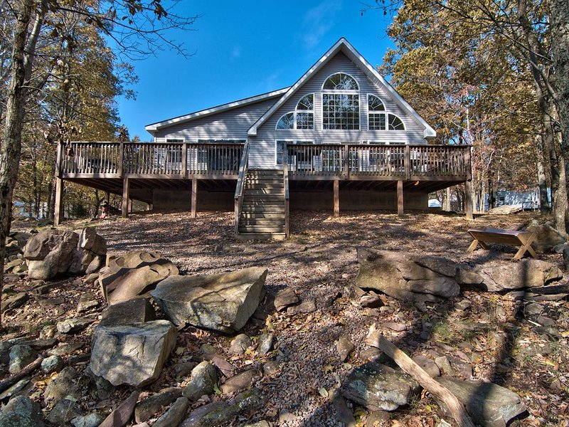 Tastefully Decorated Family Friendly Mountain Retreat Wooded Views and Gameroom – semesterbostad i Albrightsville