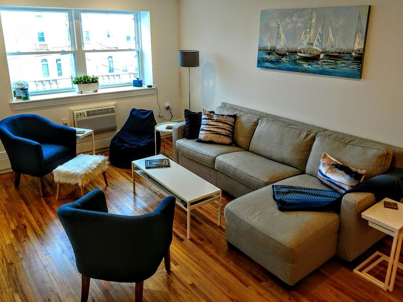 Asbury Park Modern 3 Bedroom Condo Just 2 Blocks from Beach!, vacation rental in Asbury Park