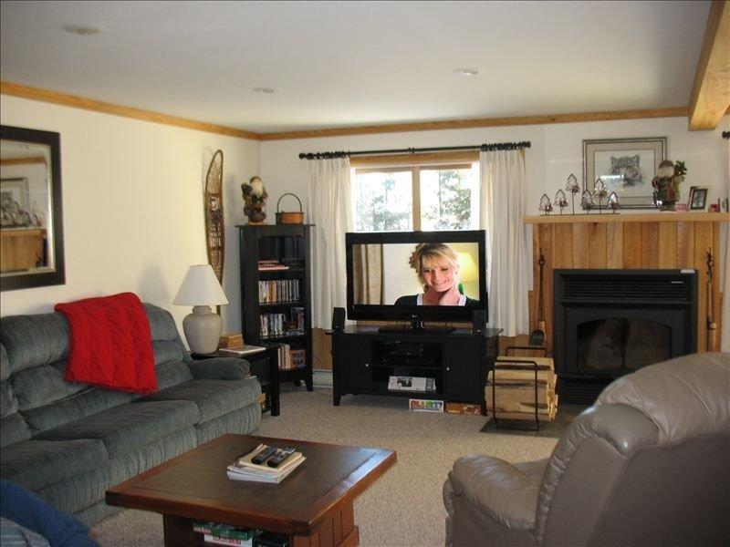 4 BR + Sleeping Loft Condo on the Top of Snowshoe, location de vacances à Snowshoe